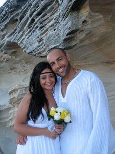white wedding; Sydney beach wedding; Sydney marriage celebrant; celebrant joy; marriage celebrant